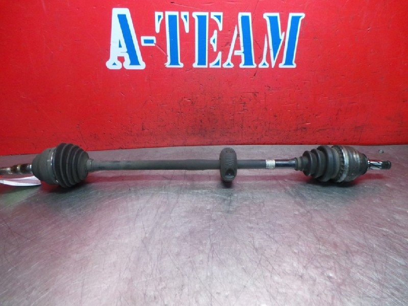 Opel Zafira (F75) MPV 1.6 16V (Z16XE(Euro 4)) DRIVE SHAFT RIGHT FRONT 2004